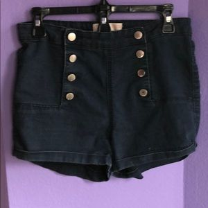 Denim shorts with front button brads